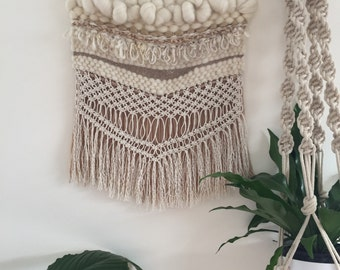 Neutral weaving with macrame fringe