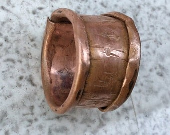 Hammered copper ring with pattern. Adjustable Viking ring