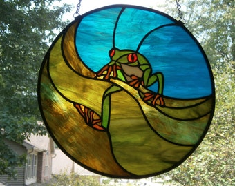 Red eyed tree frog stained glass circular panel