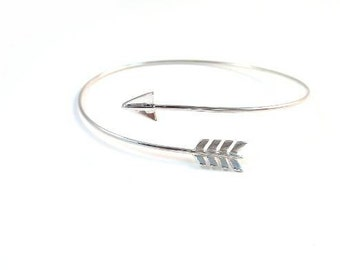 Elegant arrow bracelet / 925 sterling silver - affordable gift for her / Bridemaids /  dainty jewelry