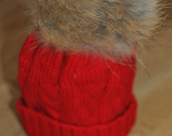 RED Cable Knit Bobble Hat Beanie Natural Raccoon Fur XL Pom Pom