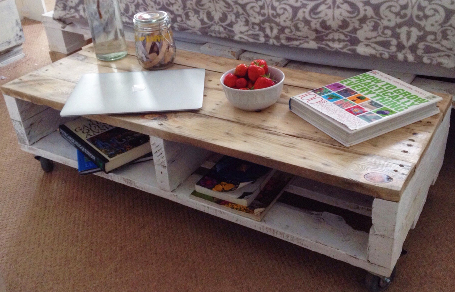 Pallet coffee table 39 turvas 39 made from reclaimed wood - Table basse palette industrielle vintage ...