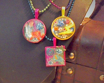 3 girls resin necklaces
