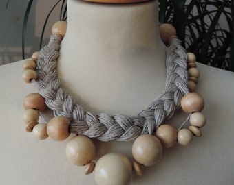 Linen & wooden beads necklace