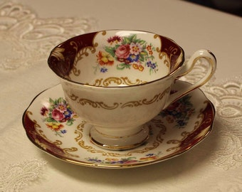 "teacup candle - Royal Albert's ""Canterbury"" teacup.  See all our Vintage Teacup Soy Candles by BeautifulDaisyDesign"