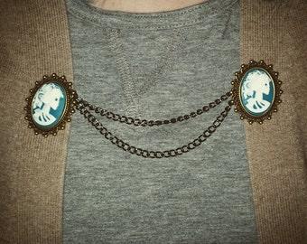 Skull Cameo Sweater Clip