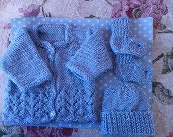 Preemie jacket, beanie and booties set Size 00000