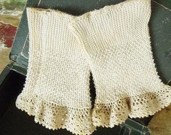 Antique Wristwarmers, fingerless gloves, victorian... CHARMANT!