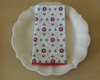 Set of 4 Double sided Christmas dinner napkins made of 100% cotton.