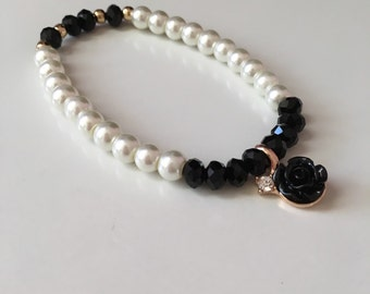 Black and pearl beaded bracelet