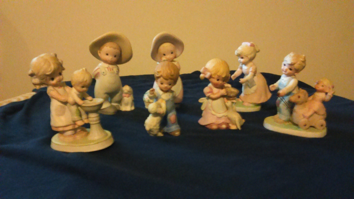 home interior ceramic figurines circle of friends