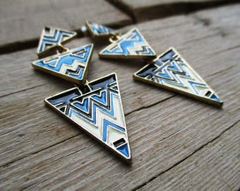 VINTAGE Long vintage triangles earring, 3 layers, gold color with aztec print in blue, white and black.