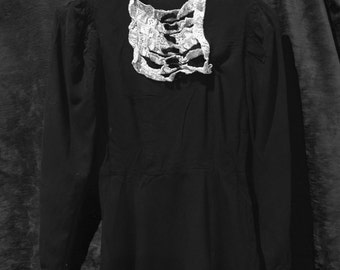 Gorgeous witchy 1930s cotton coven dress with amazing stand up ruched shoulders and lace and velvet bow trim.
