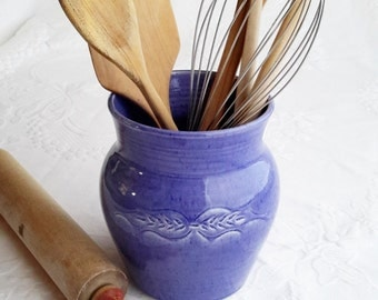 pottery utensil holder, ceramic ustensil jar, blue potttery, wooden ustensil holder, handmade pottery utensil holder