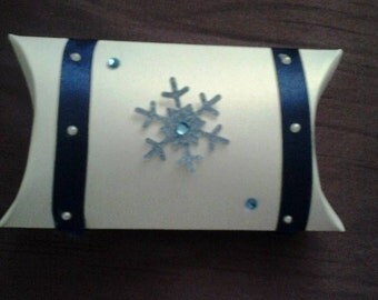 Snowflake boxes perfect for gifts, table or weddings