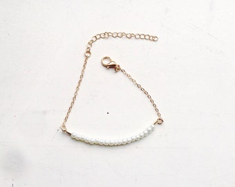 Gold delicate bracelet with little pearls