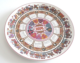 Wedgwood calendar plate 1974 Camelot | collectible year plate