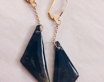 Triangle chain triangle earrings -black gradation -