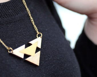 Necklace / / wood / / / golden/triangle / / glitter