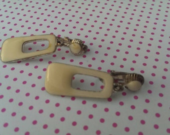Vintage Mod Shaped Creme Clip Earrings Mad Men Style