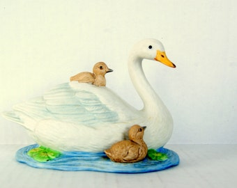 Homeco Mother and Baby Swans Figurine pond life