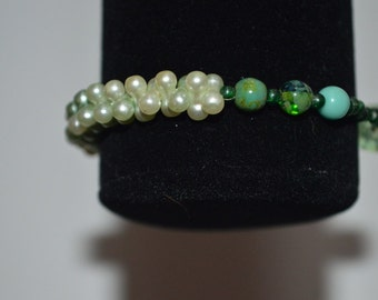 Light green and green hued stretch bracelet