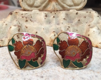 Beautifully detailed vintage clip on earrings