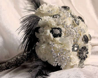 BROOCH BOUQUET Black and white