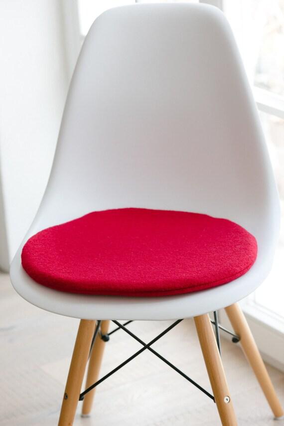 sitzkissen f r eames chair rot limitiert. Black Bedroom Furniture Sets. Home Design Ideas