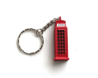 London red telephone booth keychain