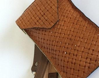 Basket weav print purse