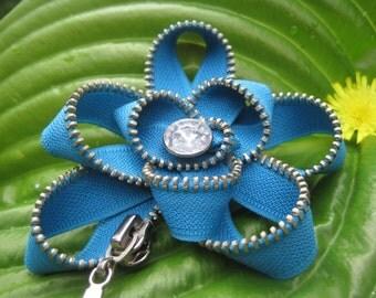 Blue zipper brooch Blue flower brooch Blue fabric brooch Textile brooch Jewelry of zipper Blue gift idea Blue jewelry blue textile brooch