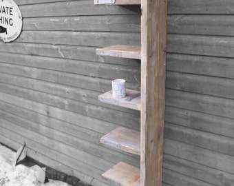 Narrow scaffold shelf