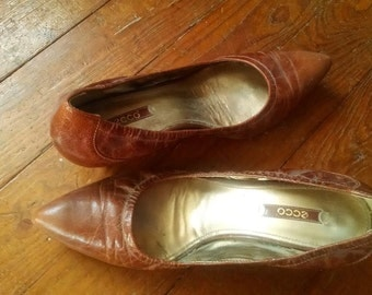 Vintage Ecco kitten heel pumps!