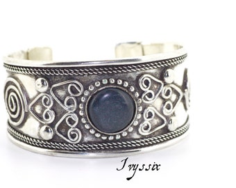 Boho cuff Bracelet, silver Cuff bangle bracelet, Siver bracelet black center stone and ornate scroll design.