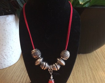 Necklace pendant red lace Pearl