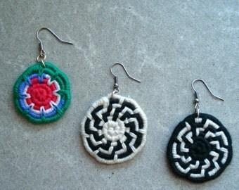 "Earrings with ""løbbundet"" pendant, cotton"