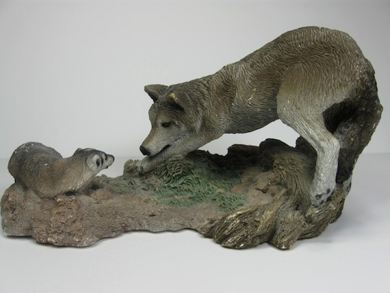 wolf sculpture wolf vs badger the stand off living stone. Black Bedroom Furniture Sets. Home Design Ideas