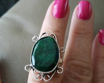 Emerald Gemstone Ring- size 6.75!