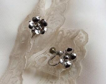 Bond Boyd flower silver sterling earrings / Vintage screw-on earrings