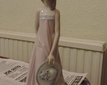Lladro Figurine #5647 Sara