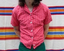 Vintage Men's Red with White Star Pattern Short Sleeve Button Down Shirt With White Buttons