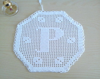 "Monogram hexagonal crochet Filet letter ""P"", decorative, doily, application, decorative pillows, crochet doily,crochet white doily"