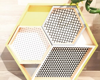 4 trays to graphic geometric patterns