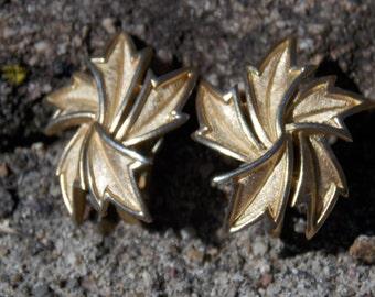 Trifari Gold Tone Spiral  Leaf Clip on Earrings Trifari earrings gold tone earrings Trifari jewelry