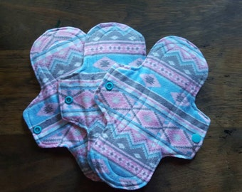Mama cloth,  cloth pads, 8.5 inch,  medium flow, aztec