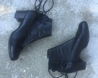 GOTH LACE BOOTIES