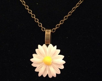 Vintage Daisy Necklace