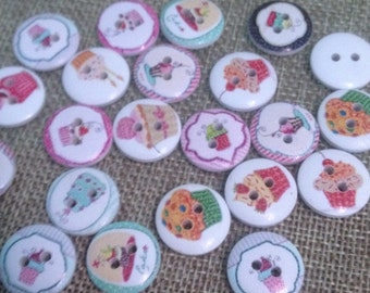 10 wooden buttons printed cupcakes