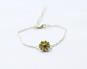 Daisy flower bracelet, daisy charm, flower bracelet